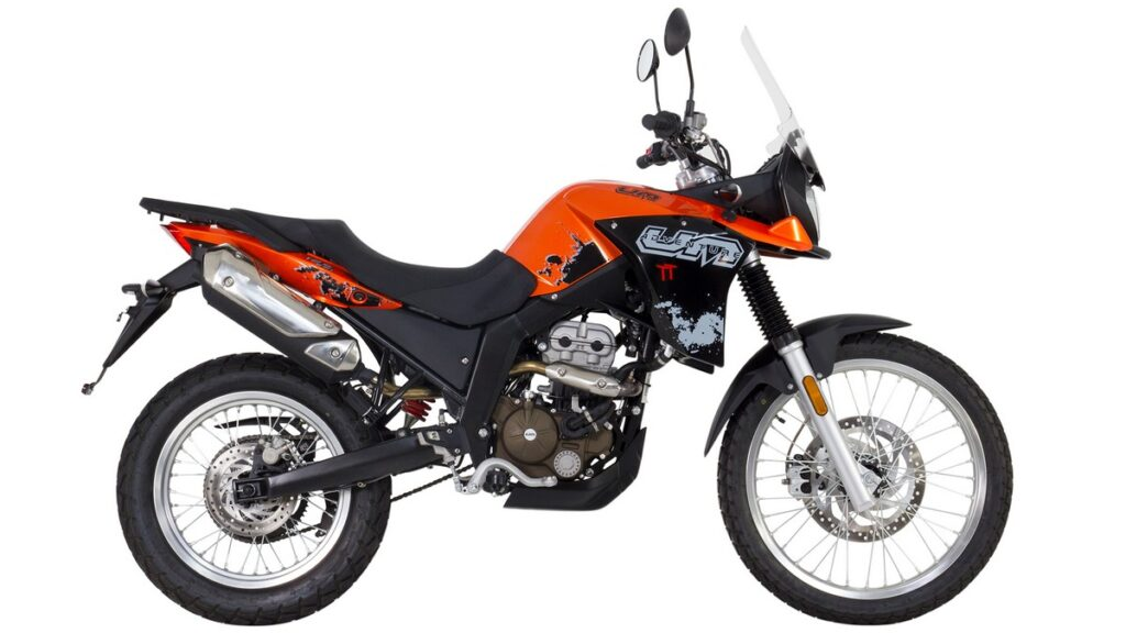 UM DST Advenutre TT, Fai partire l'avventura in sella alla Moto UM